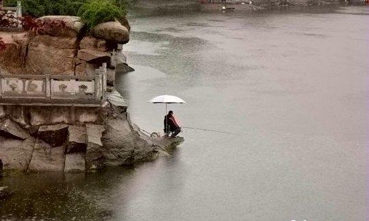 南方春季下雨天如何钓鱼 有哪些应该注意的问题