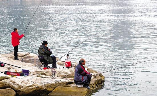 自然水域钓鱼怎样根据天气选择钓位