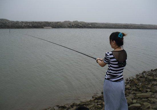 夏季天气闷热鱼开口不好的原因