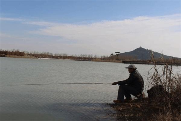 手竿怎么钓鲈鱼 手竿钓鲈鱼技巧