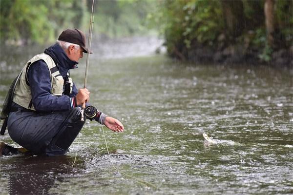 现在刮什么风容易钓鱼 风向对钓鱼的影响