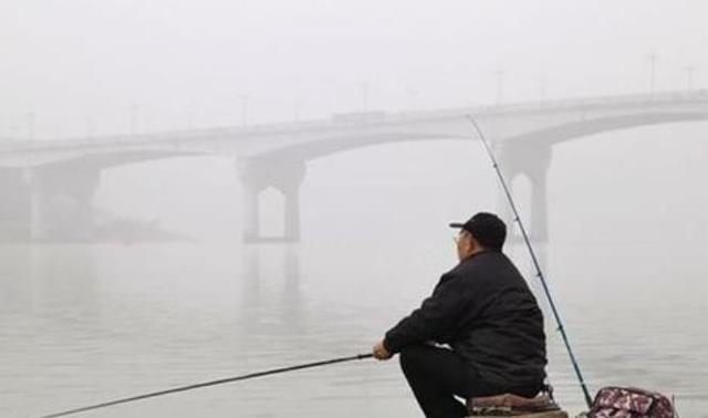 钓鱼时鱼竿上出现这现象,说明鱼口要停