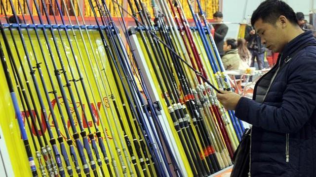 钓鱼时使用软竿好还是硬竿好?