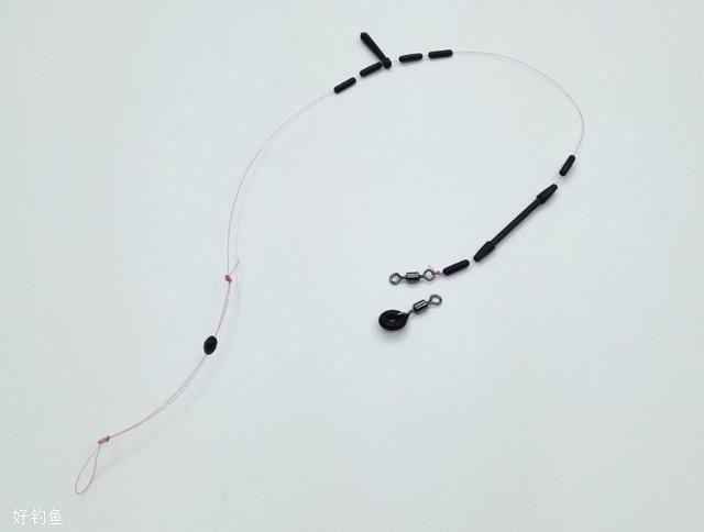 线组的长度,一般,3.6米,4.5米,5.4米,不带子线的长度,应和竿长一样,或者略长十公分左右,不钓特殊场合的鱼,和竿长一样就行了,6.3米,7.2米,8.1米,建议主线比竿短10到30公分不等,竿越长,可以适当的短更多,短一点,在水面和钓位落差非常小的时候,好处就显现出来了,不过新手不建议一开始就用长竿。
