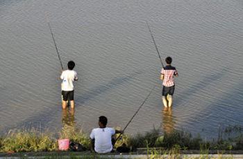 夏季钓鱼的钓具选择和风向选择