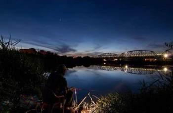 夜钓使用夜光棒,浮漂的选择和调漂技巧
