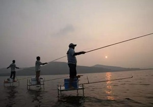 水库钓鱼抛满竿与不抛满竿的优缺点分析