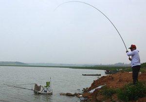 大型水库野钓技巧 水库钓鱼八个注意事项