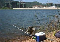 涨水后钓鱼选择钓点的方法