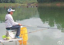 钓鱼遭遇大风水中有暗流怎么办