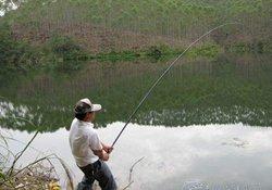 自然水域钓鱼容易挂底怎么办