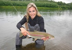冬季自然水域钓鱼饵料选择与打窝技巧