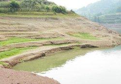 水库手竿钓鱼如何判断水底的地形