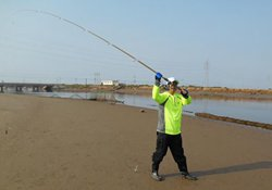 垂钓高手分享秋季海竿串钩钓鱼的技巧