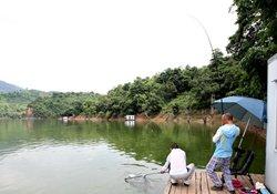 秋季野外钓鱼如何选择好钓位