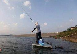 秋季水库钓草鱼和鲤鱼如何选择钓位钓饵