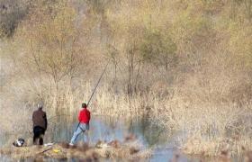 冬季钓鱼打窝的方法